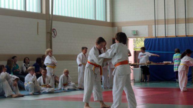 Selbstbehauptungs und Selbstverteidigungs Training